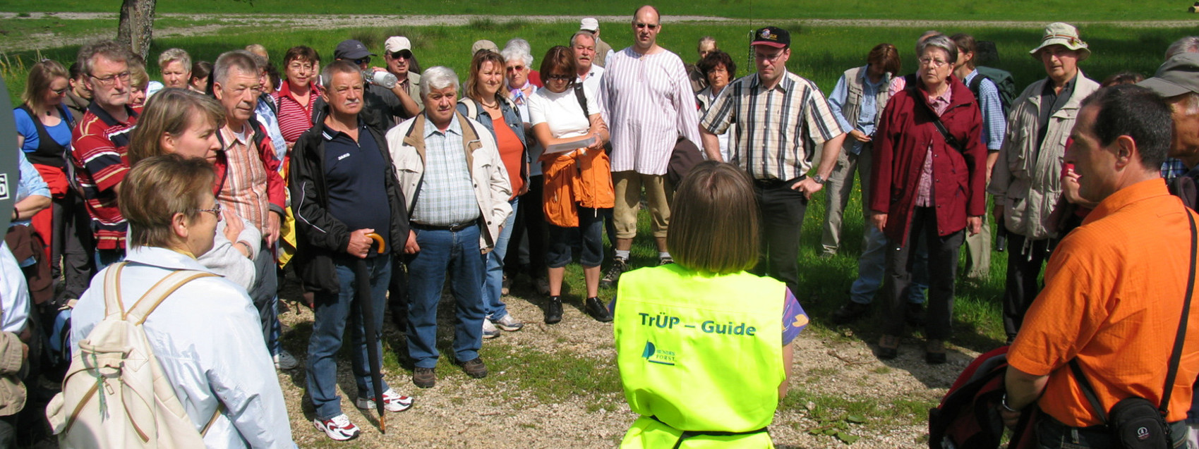 Die Münsinger Trüp-Guides machen Führungen auf dem ehemaligen Truppenübungsplatz im Biosphärengebiet Schwäbische Alb.