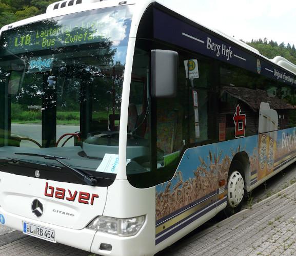 Ein Linienbus im Lautertal.