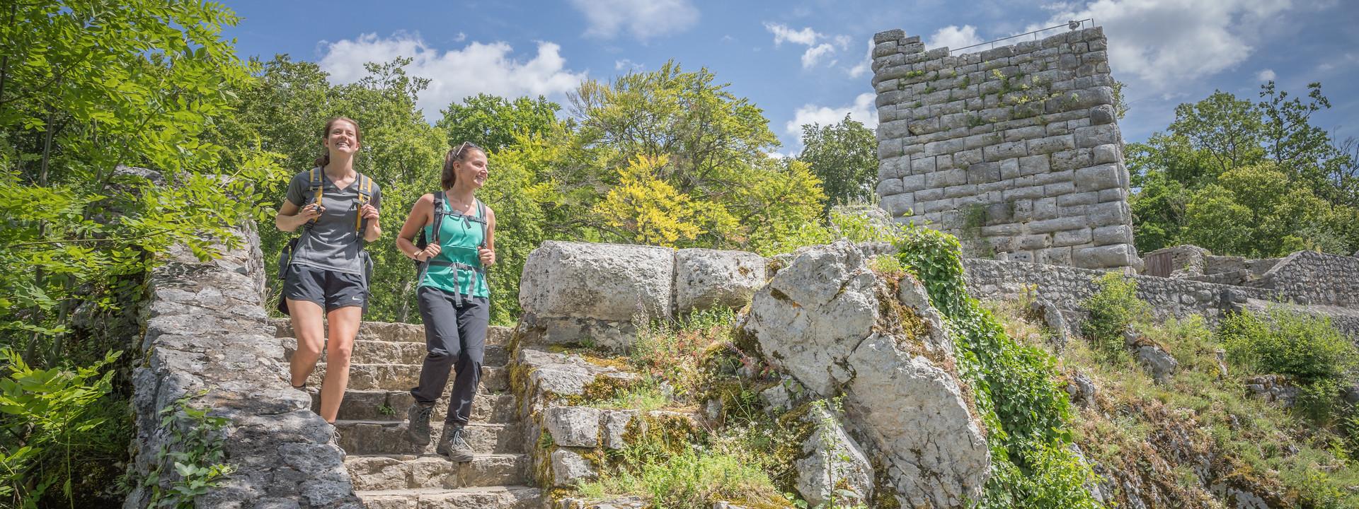 """Der Münsinger Premiumwanderweg """"hochgehswiggert"""" führt über die Burg Hohen Gundelfingen im Großen Lautertal im Biosphärengebiet Schwäbische Alb."""