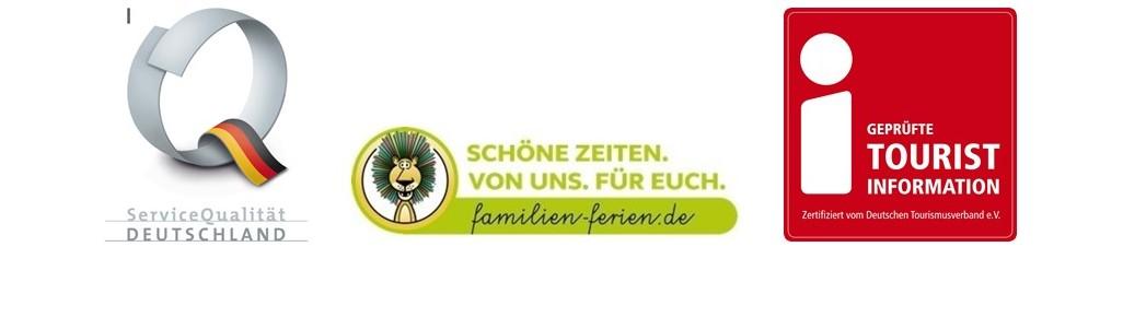 Logos von ServiceQualität Deutschland, familien-ferien und Tourist Information.