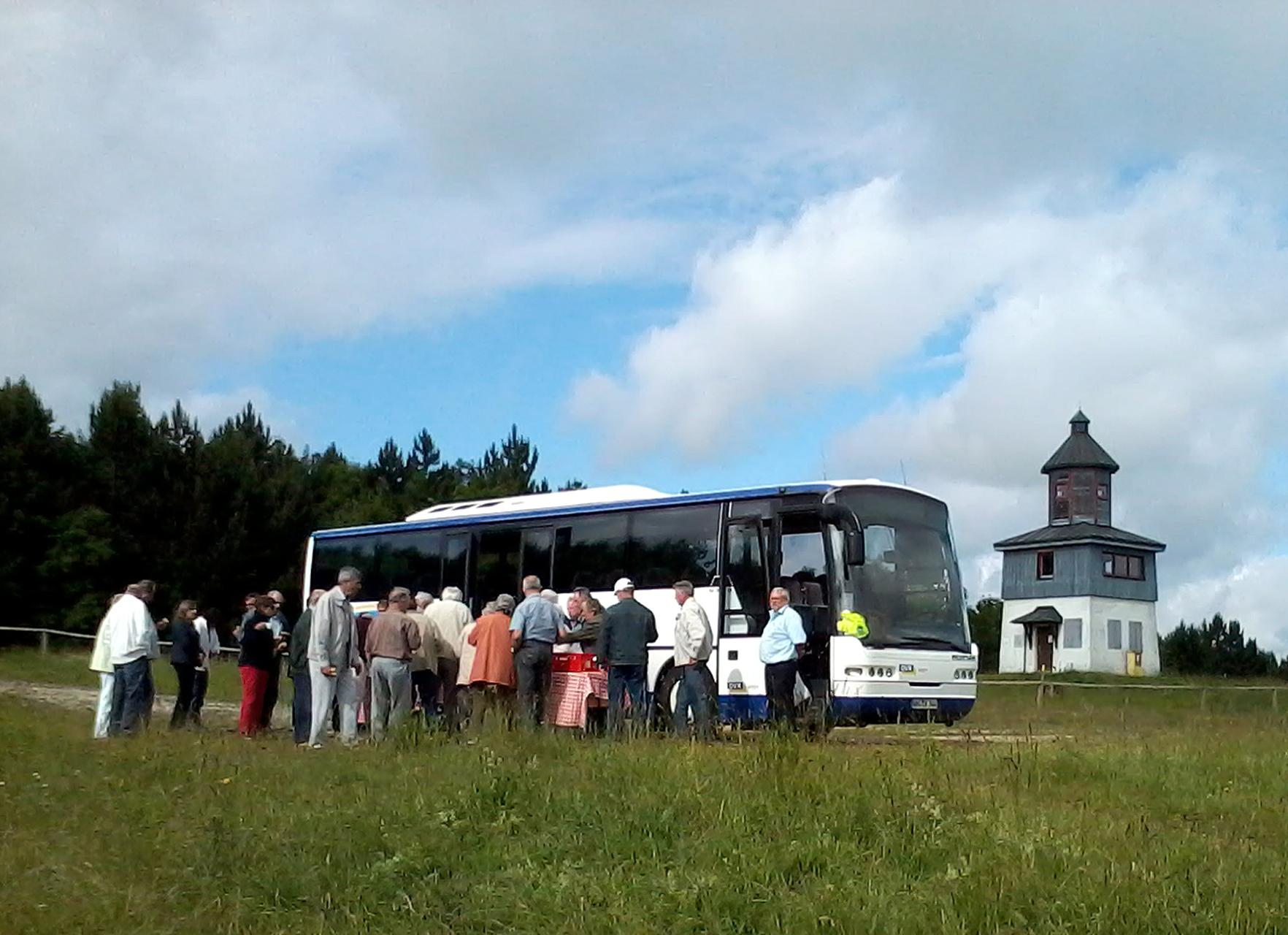 TrÜP-Touren mit dem Bus auf dem ehemaligen Truppenübungsplatz  in Münsingen im Biosphärengebiet Schwäbsiche Alb.