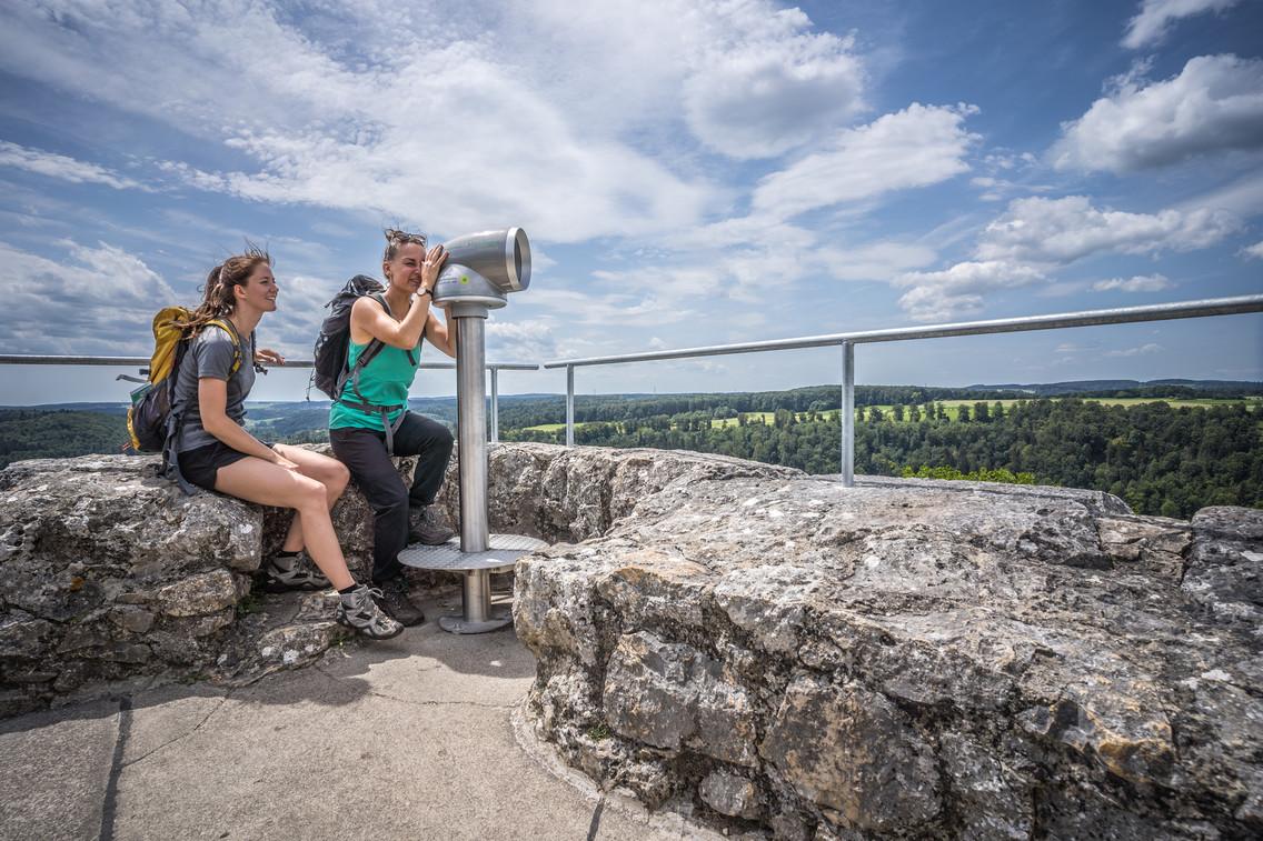 Auf der Burg Hohengundelfingen im Großen Lautertal in Münsingen im Biosphärengebiet Schwäbische Alb ist ein Viscope Erlebnisfernrohr.