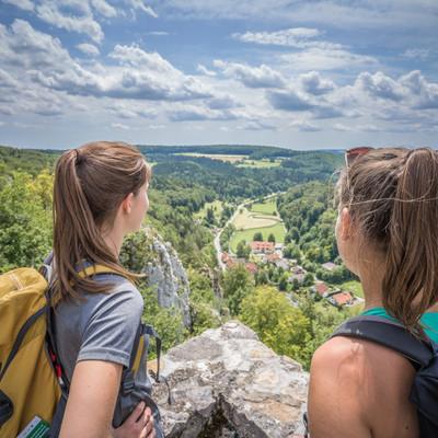 Auf der Burg Hohengundelfingen finden Sie den weltbekannten Blick ins Große Lautertal.