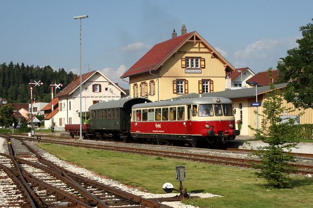 Schwäbische Alb-Bahn am Bahnhof in Münsingen.